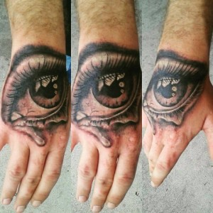 dave-hand-black-grey-eye